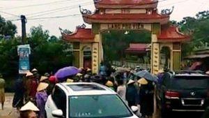 Dân gõ kẻng báo động, cùng nhau vây bắt 20 côn đồ mang hung khí đến đập phá cổng làng