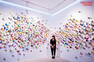 Giới trẻ Hà thành rủ nhau check-in với hàng nghìn cánh bướm rực rỡ sắc màu