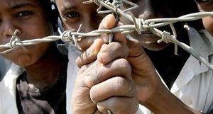 Trẻ em bị chính phủ cưỡng bức làm nô lệ trong các trại lính