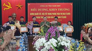 Công an Nam Định biểu dương, khen thưởng gương người tốt việc tốt
