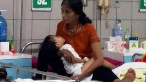 Bị rắn cắn, bé 2 tuổi đau đớn vì chân hoại tử