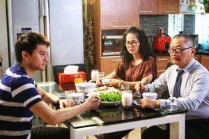 Người trẻ không về nhà ăn tối: 'Càng ít tiếp xúc, càng đỡ có chuyện'