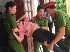 Nữ bị cáo ngất xỉu ngay sau khi tòa tuyên án