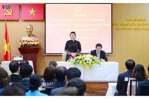 Chủ tịch Quốc hội gặp gỡ cộng đồng người Việt tại Bangkok