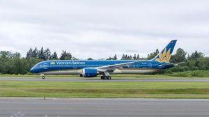 Siêu tàu bay Boeing 787 của Vietnam Airlines bị xe thang đâm thủng