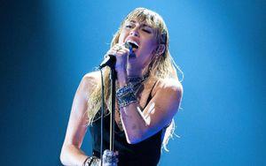 Miley Cyrus xúc động khi hát về tình yêu đổ vỡ với Liam Hemsworth