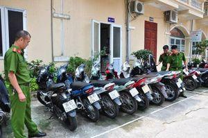 4 đối tượng một đêm đột nhập vào nhà dân trộm 6 xe máy