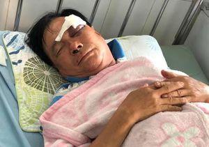 Con rể cầm chai bia đánh cha vợ bầm mắt phải cấp cứu