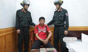 Bị bắt vì 'hoa hồng'