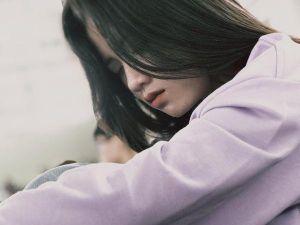 Tân sinh viên đại học Tôn Đức Thắng gây chú ý bằng vẻ đẹp trong sáng lúc ngủ gật