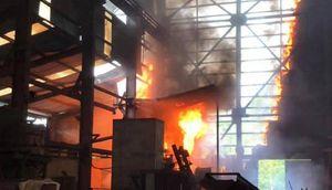 Nghệ An: Cháy dữ dội ở lò luyện thiếc, 8 công nhân may mắn thoát nạn