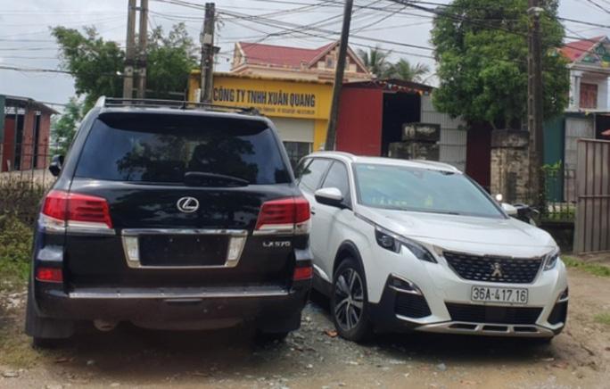 11 đối tượng đi xe sang biển tứ quý phá cổng làng ở Thanh Hóa bị triệu tập