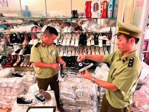 Hàng lậu giả hàng hiệu về Việt Nam bán giá tiền triệu