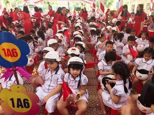 Học sinh miền núi Thanh Hóa chân đất đến trường khai giảng năm học mới