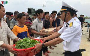 Đảo Sinh Tồn hỗ trợ 46 ngư dân Quảng Ngãi gặp nạn trên biển