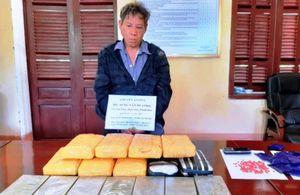 Vận chuyển 7 bánh heroin, 56 nghìn viên ma túy từ Lào về Việt Nam tiêu thụ