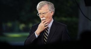 Vì sao ông John Bolton thất sủng?