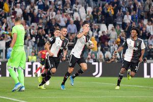 Buffon vào lịch sử, Ronaldo giải cứu Juventus