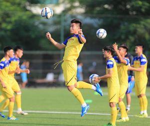 U22 Việt Nam sẵn sàng phương án thi đấu trên mặt sân cỏ nhân tạo
