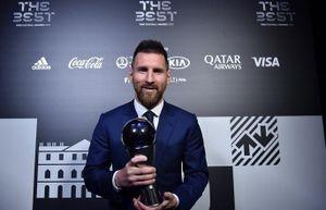 Messi vượt qua Ronaldo và Van Dijk để lần đầu giành FIFA The Best