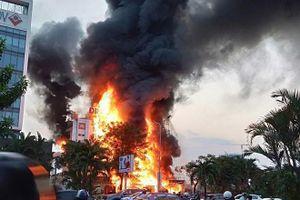 Cháy lớn tại Siêu thị Điện tử Hoàng Gia ở Hải Phòng