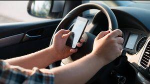 Bộ Công an đề xuất cấm sử dụng điện thoại khi điều khiển ô tô