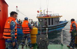 Cứu hộ thành công 7 ngư dân trôi dạt trên biển