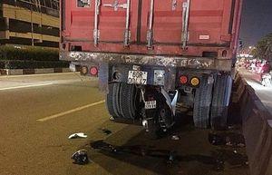 Xe SH găm vào đuôi xe container dừng trên đường, nam thanh niên tử vong