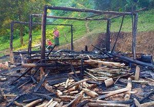 Người mẹ bất chấp ngọn lửa, ôm 3 con chạy khỏi căn nhà đang cháy