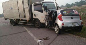Tài xế xe taxi và hành khách tử vong sau cú tông trực diện của xe tải