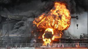 Hàn Quốc: Tàu chở dầu phát nổ gây hỏa hoạn kinh hoàng, 12 người bị thương
