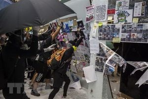 Cảnh sát Hong Kong dùng vòi rồng giải tán người biểu tình