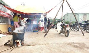 Nhà máy cồn bốc mùi thối, dân dựng lều bao vây đêm ngày: Quảng Nam ra 'tối hậu thư'