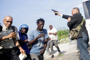Nghị sĩ Haiti nổ súng trước tòa nhà Quốc hội lọt top ảnh tuần
