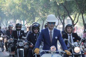 Những quý ông Sài Gòn lịch lãm cưỡi mô tô thu hút mọi ánh nhìn