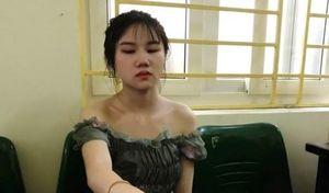 Hotgirl 10X cùng thanh niên phê ma túy đánh võng trên đường phố Hà Nội