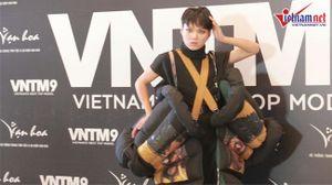 Cao 1m6, 'thánh chửi' Phạm Thoại đi hẳn giày 25cm, gây sốc ở Next Top Model