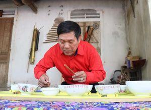 Cuốn hút màn đàn bát của ông giáo về hưu ở Nghệ An