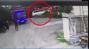 Phút giây định mệnh của chiếc xe ô tô bị tàu đâm và điều kỳ diệu đến với tài xế