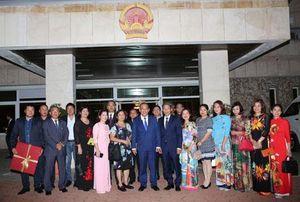 Phó Thủ tướng Thường trực thăm Đại sứ quán và cộng đồng người Việt tại Bulgaria