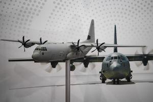 Cận cảnh khí tài quân sự mô hình của Mỹ, Nga trưng bày ở Hà Nội
