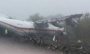 Hết nhiên liệu, máy bay Ukraine lao xuống đất khiến nhiều người chết
