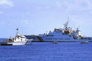 Philippines quyết tuần tra Biển Đông bất chấp tàu hải cảnh Trung Quốc 'bủa vây'