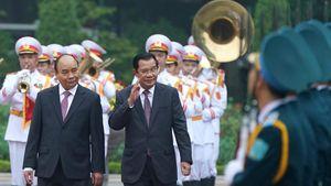 Chùm ảnh: Thủ tướng Nguyễn Xuân Phúc đón và hội đàm với Thủ tướng Campuchia