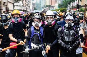Hong Kong bắt hơn 100 người biểu tình quá khích sau lệnh cấm che mặt