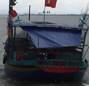 Một ngư dân bất ngờ rơi xuống biển và mất tích