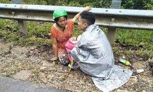 Hy hữu: Chồng đỡ đẻ cho vợ ở... bên vệ đường