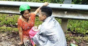 Dưới mưa tầm tã, chồng làm 'bà đỡ' giúp vợ vượt cạn bên lề đường