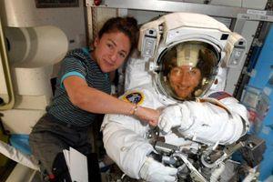Lần đầu tiên đoàn nữ phi hành gia sẽ đi bộ ngoài không gian