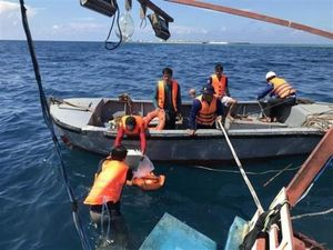 Bà Rịa-Vũng Tàu: Đưa 12 ngư dân trên tàu cá bị nạn về đất liền an toàn
